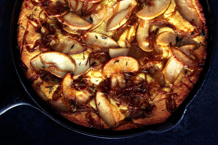 לחם תירס with Caramelized Apples and Onions