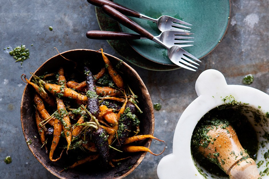 קלויים Carrots with Carrot-Top Pesto