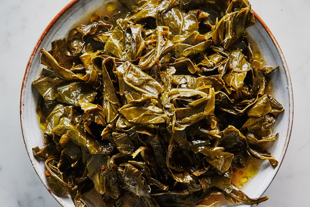 מבושל Collard Greens in Olive Oil