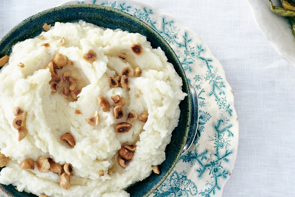 סלרי Root Purée with Toasted Hazelnuts