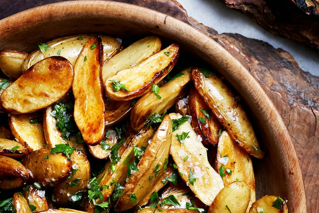 לימון and Parsley Skillet-Roasted Fingerling Potatoes