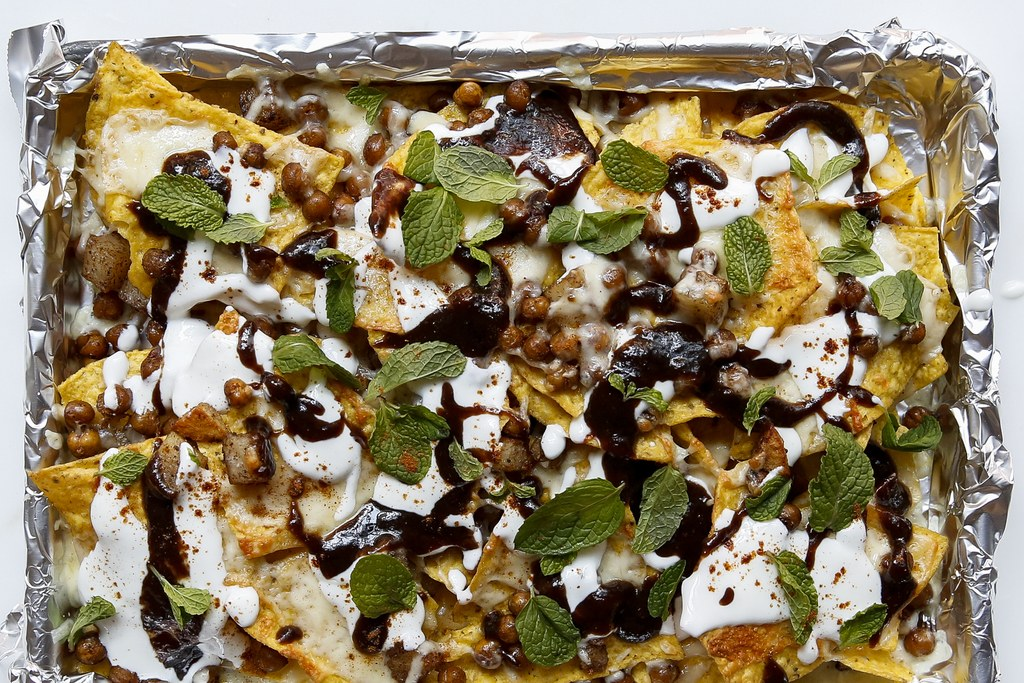 Indisk stil Nachos with Warm Spices and Tamarind Chutney