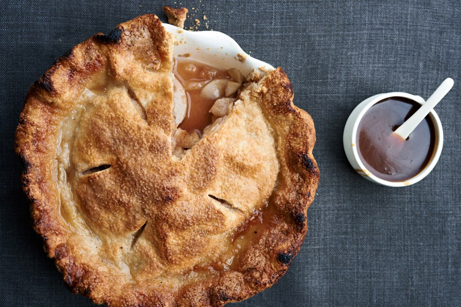 Apfel Pie with Spiced Apple-Caramel Sauce