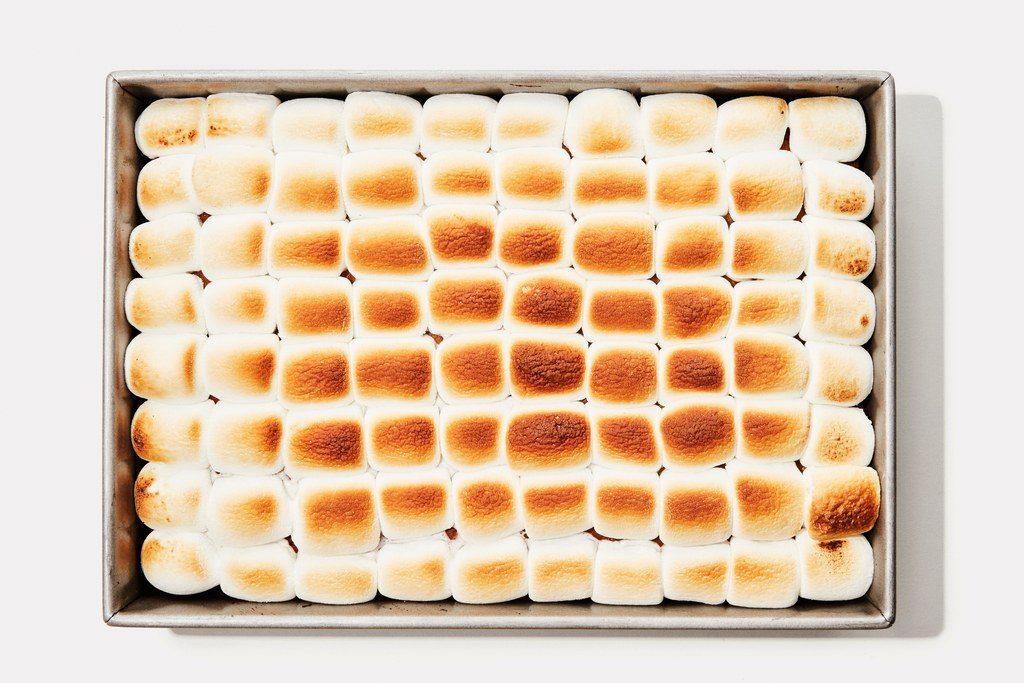 Κολοκύθι Sheet Cake With Toasted Marshmallows