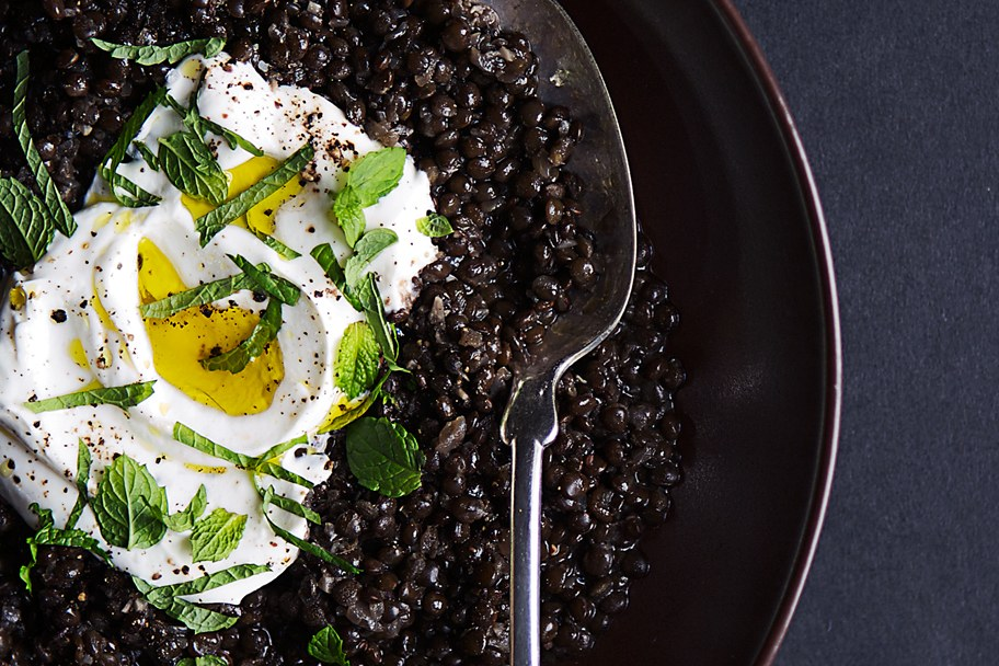 Krydret Black Lentils with Yogurt and Mint