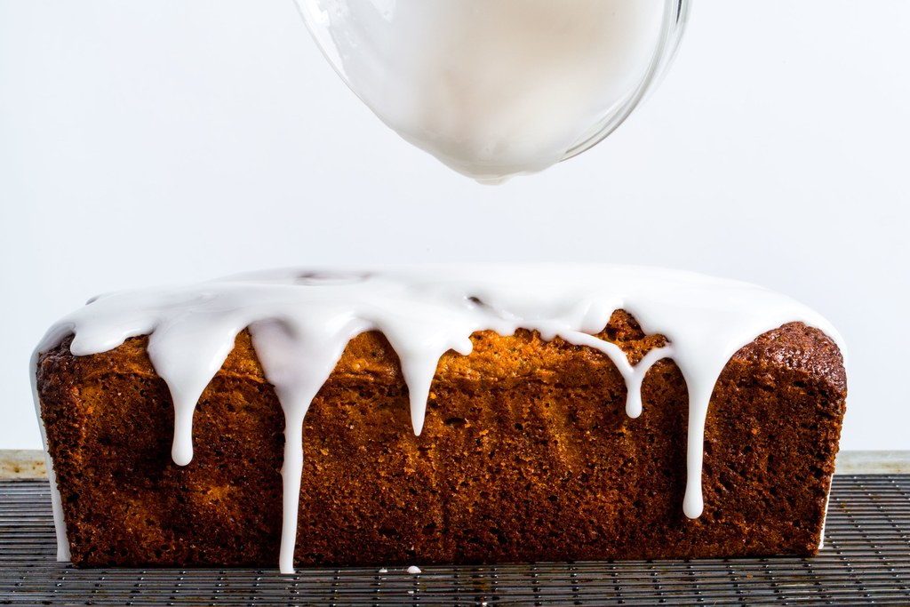 Grapefrugt Valmue Seed Loaf Cake with Yogurt Glaze